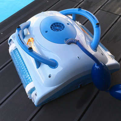 Robot de piscine dolphin galaxy for Avis robot piscine tiger shark