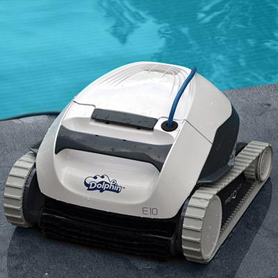 Robot lectrique maytronics dolphin e10 nettoie le fond de for Avis robot piscine dolphin