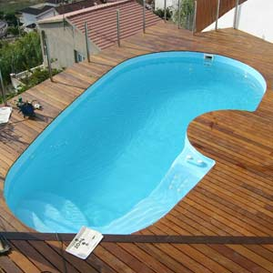 Piscine porto cervo coque polyester for Piscine bois 5m