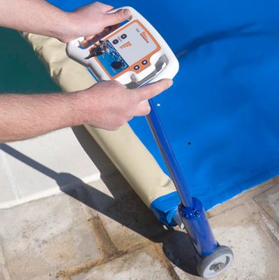 Enrouleur automatique astral f1 pour b ches barres for Enrouleur bache piscine rolltrot