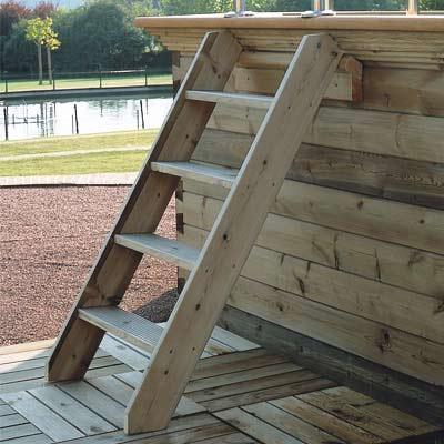 Escalier en bois exotique pour acc s aux piscines hors sol for Piscine hors sol bois prix