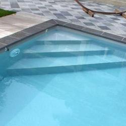 Escalier d 39 angle sous liner dom composit en acrylique for Fournisseur liner piscine