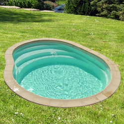 Piscine amorgos coque polyester for Piscine semi enterree 10m2