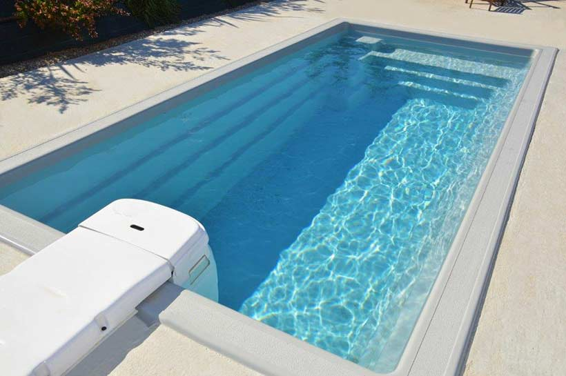Mini piscine deva coque polyester for Installation piscine enterree