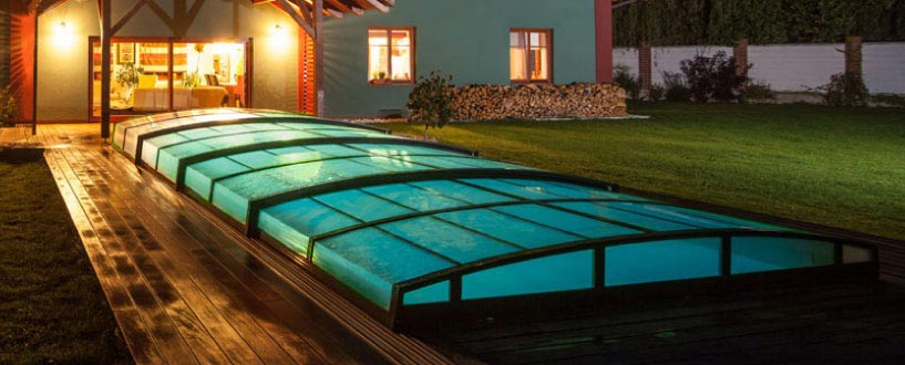 Abri piscine mirage parois transparent visuel de nuit