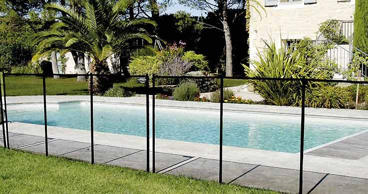 Chaque cloture de piscine proven ale deluxe est l for Cloture piscine
