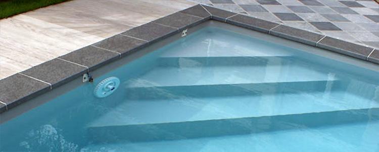 Escalier d 39 angle sous liner dom composit en acrylique - Escalier d angle piscine beton ...