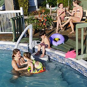 Escalier amovible majestique 4 marches de lumi o for Escalier piscine amovible