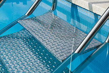 Echelle escalier inox easy access avec double main courante for Marche piscine