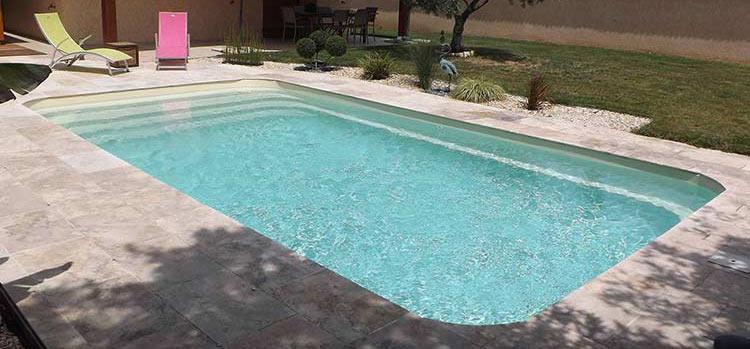 Coque polyester mancora piscine fond plat avec escaliers for Prix piscine belgique