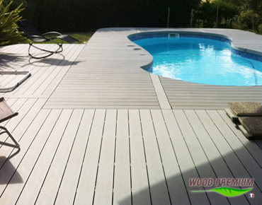 Stunning terrasse piscine composite gris photos for Plage piscine bois