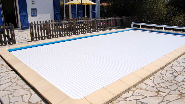 Pin abri piscine hors sol ferm on pinterest for Abri piscine hors sol