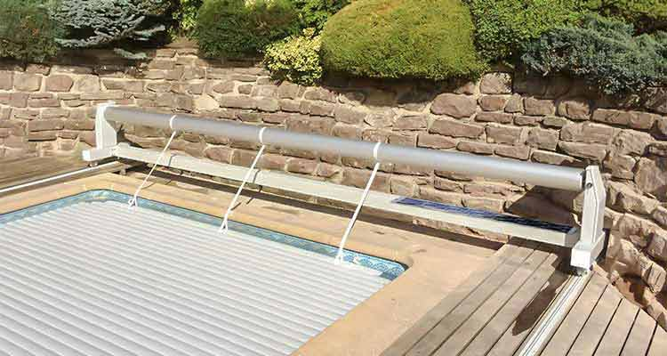 Volet hors sol piscine mouv and roll solaire