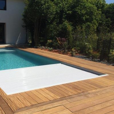 Rideau piscine electrique immerg fond de bassin for Volet piscine immerge fond de bassin